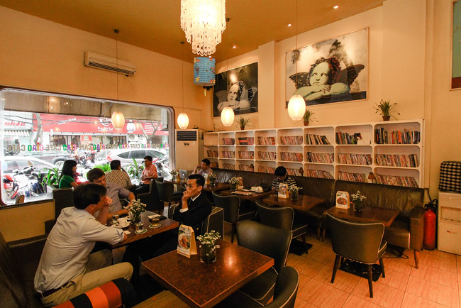 Quán cafe sách đẹp ở sài gòn. Ảnh 3