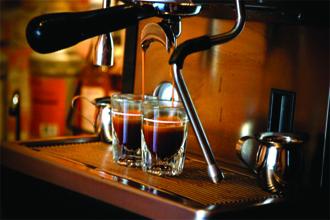 Cách pha cà phê Espresso để cho ra 1 ly cà phê đá ngon