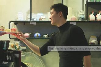 'Ngó nghiêng' những chàng phục vụ 'đẹp trai' ở quán cà phê Hà Nội