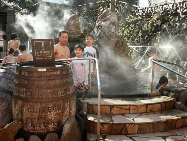 Ghé thăm spa cho khách tắm cà phê, rượu sake tại Nhật Bản. Ảnh 3