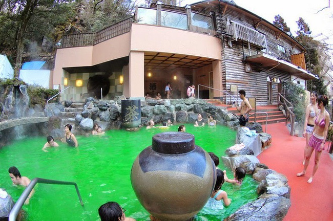 Ghé thăm spa cho khách tắm cà phê, rượu sake tại Nhật Bản. Ảnh 1