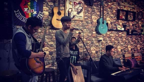 Quán cafe acoustic gõ 1