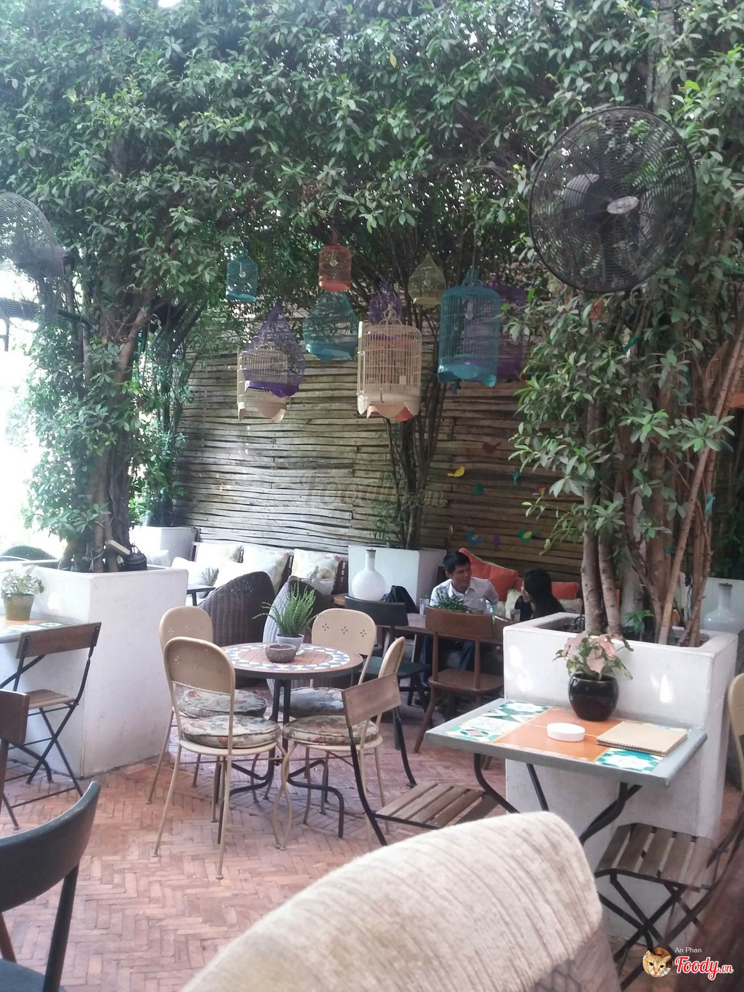 Những quán cafe đẹp ở các quận trung tâm Sài Gòn. Ảnh 38