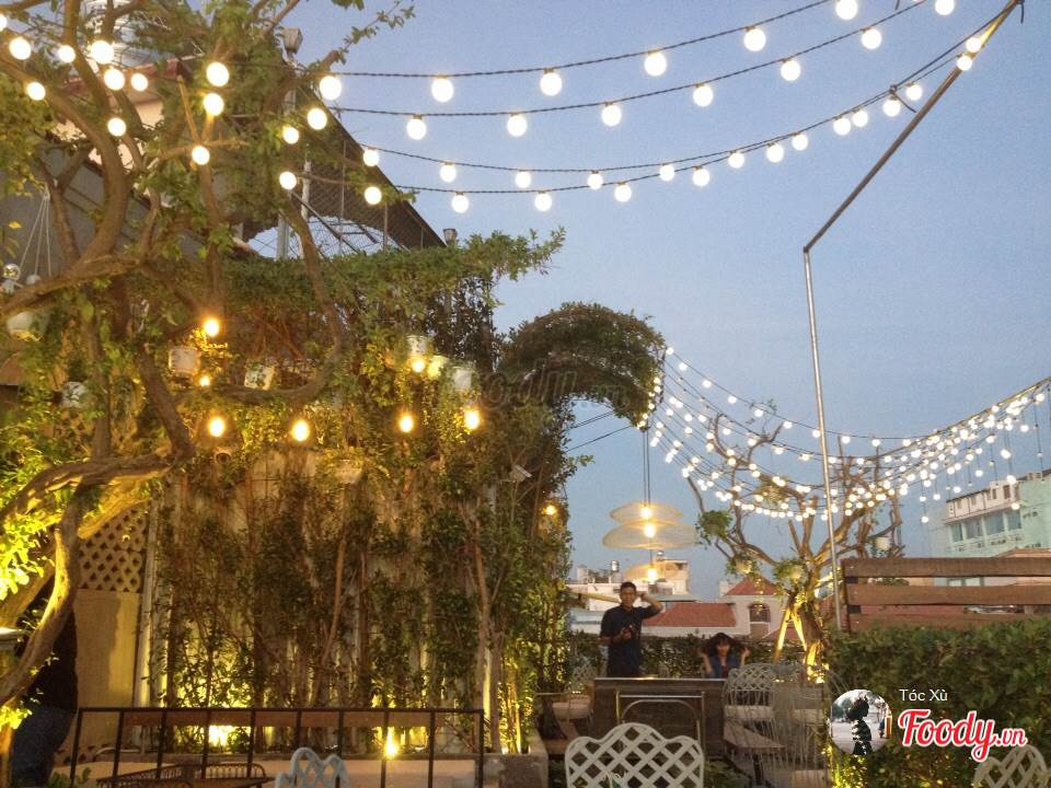 Những quán cafe đẹp ở các quận trung tâm Sài Gòn. Ảnh 12